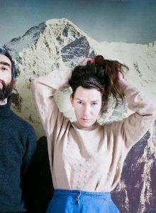 Jannica-Honey-couple-mountains