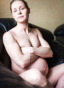 Jannica-Honey-pregnant-sofa